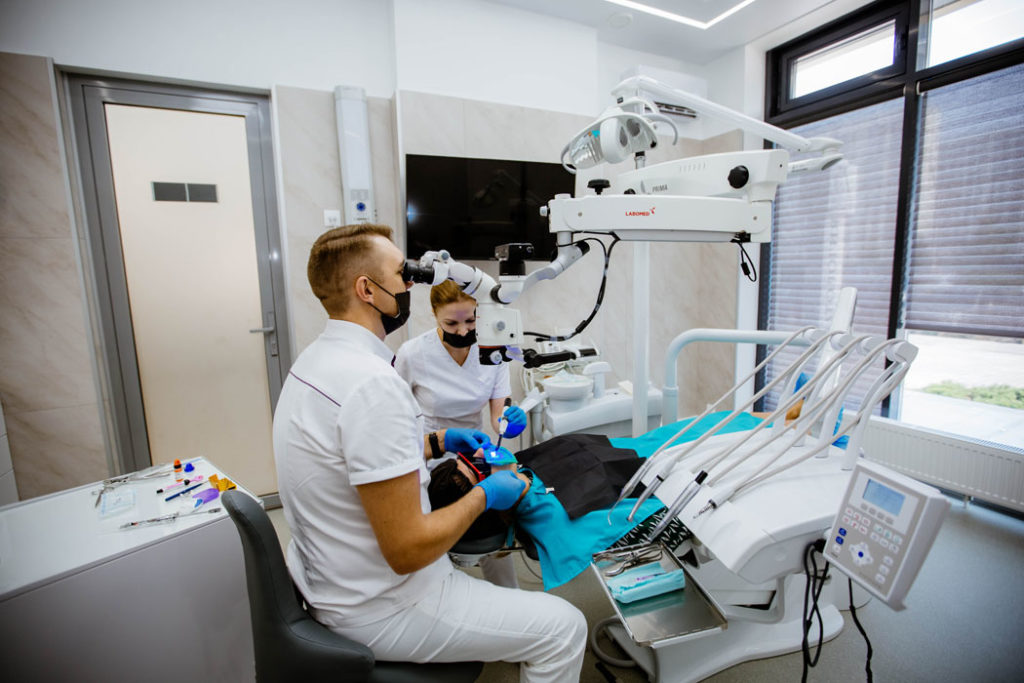 Доктор Лоншаков за работой
